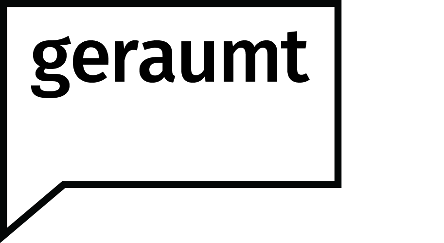 "Podcast logo: a square speech bubble in black outline containing the title of the podcast ""geraumt""."